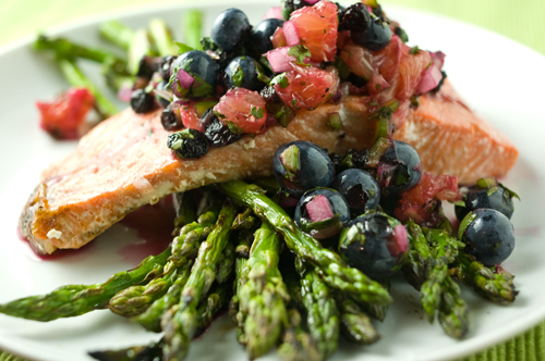 Grilled salmon with blueberry salsa - Minimally Invasive